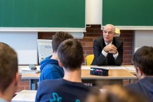 Minister für Gesellschaftliche Resourcen Zoltán Balog besucht die Österreichische Schule Budapest