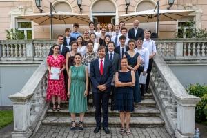 Ünnepélyes érettségi bizonyítványosztása az osztrák követség rezidenciáján